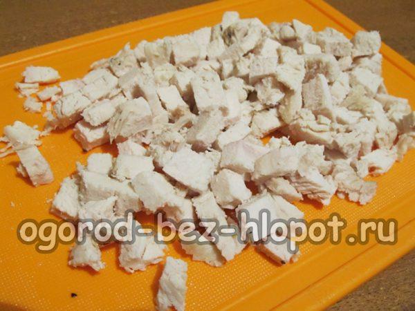 куриное филе отварить и нарезать