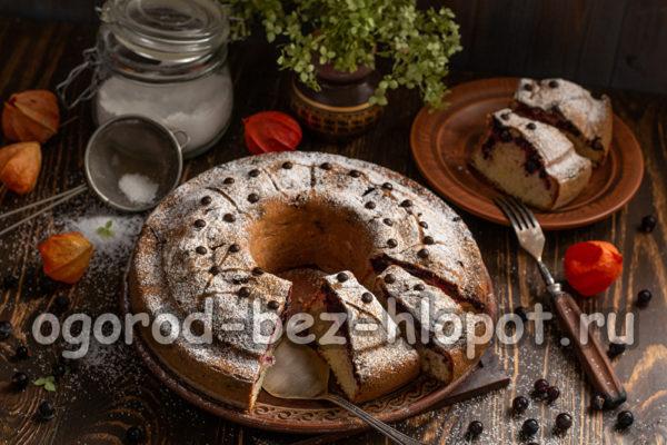 пирог с черной смородиной готов