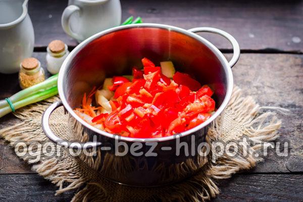 положить овощи в кастрюлю