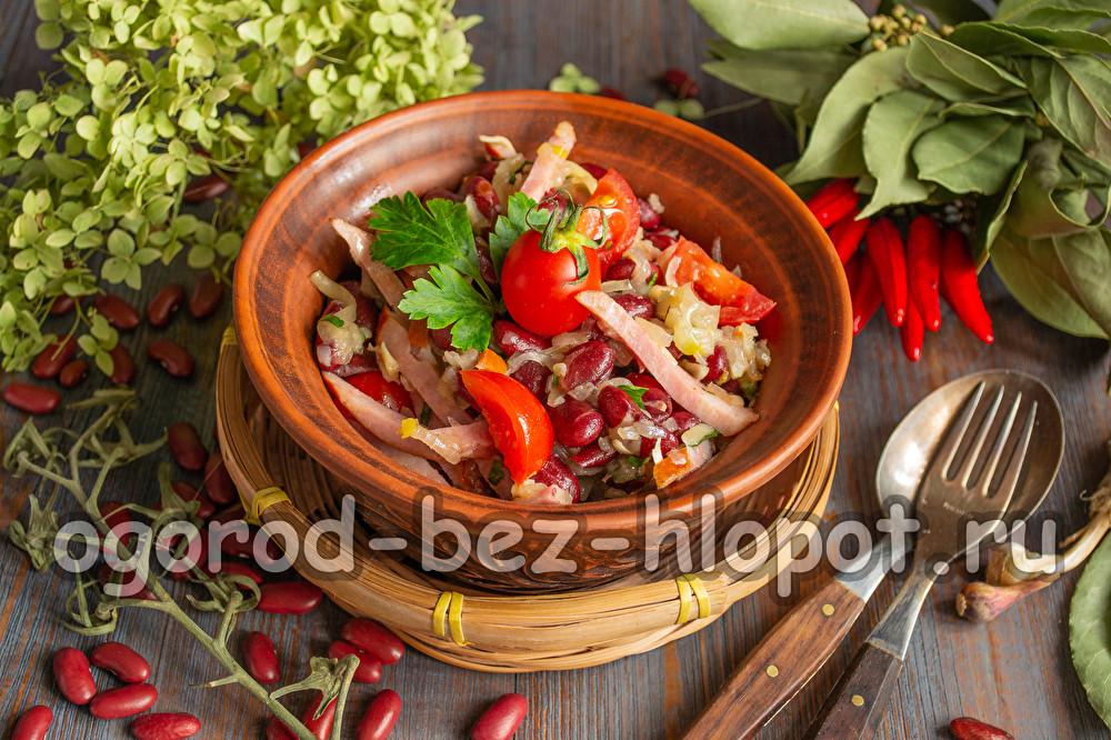 салат Обжорка с фасолью и копченой колбасой