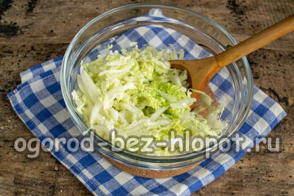 пекинскую капусту нарезать