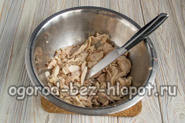 куриное мясо нарезать