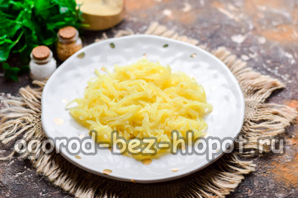 слой натертого картофеля