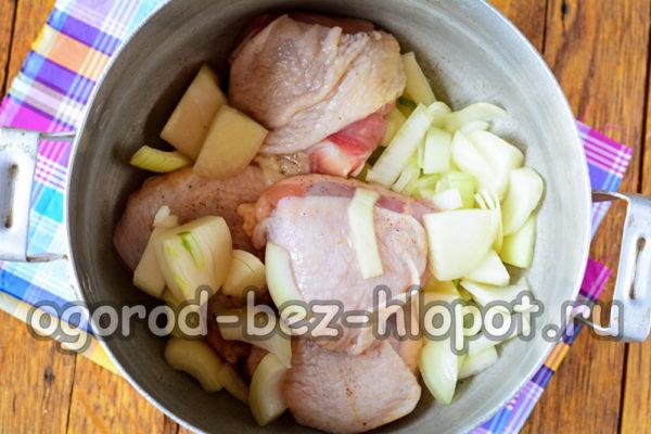 обжарить лук с мясом