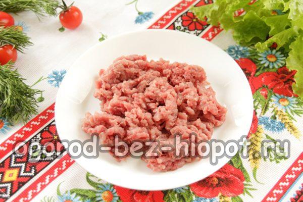 сделать фарш из мяса и лука