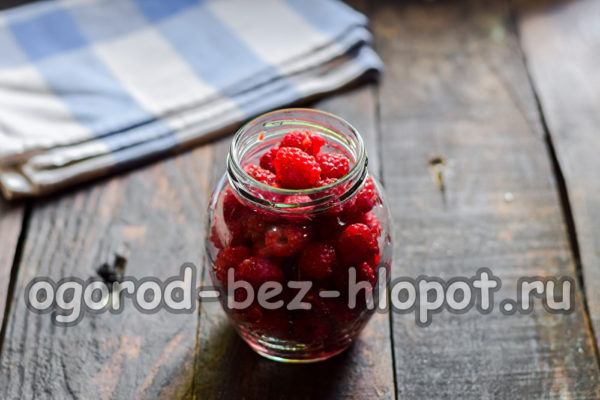 ягоды в банке