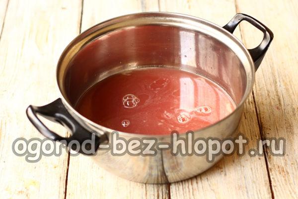 перелить сок в кастрюлю
