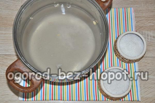 добавить в воду сахар и соль