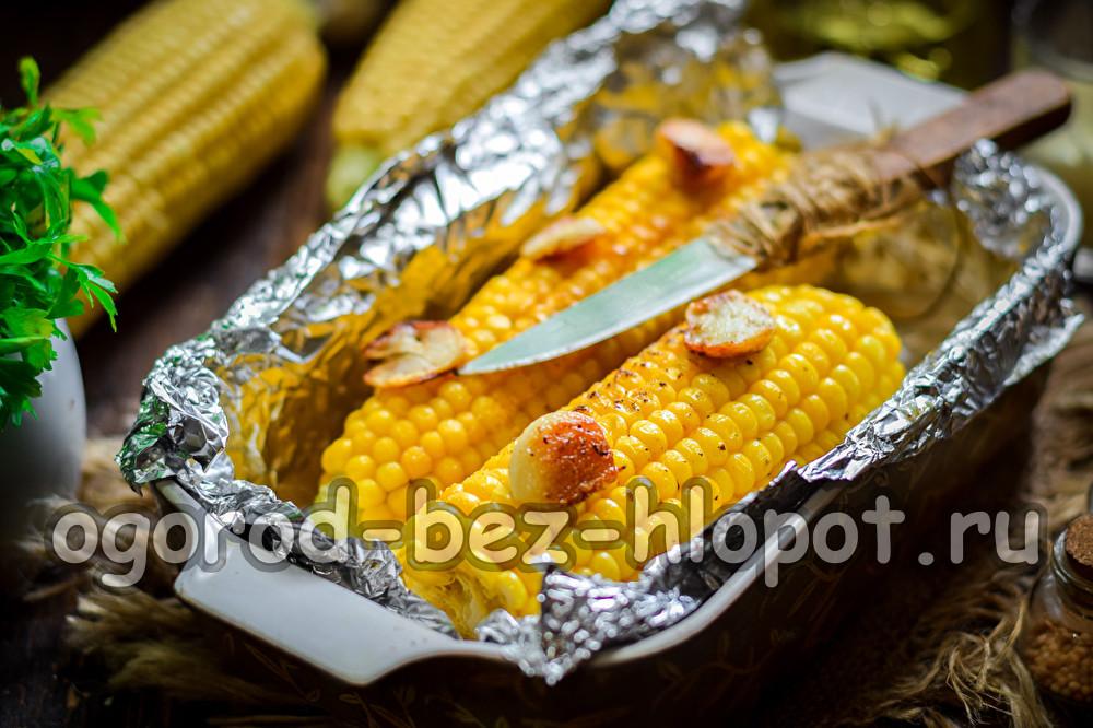 кукуруза с чесноком и маслом