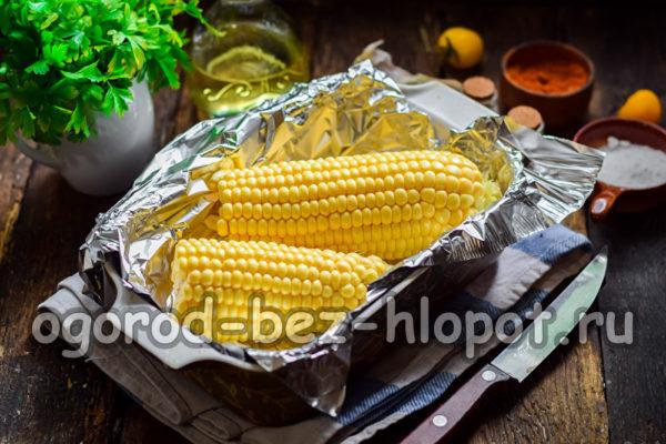 положить кукурузу в форму