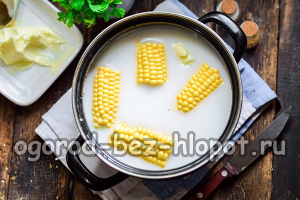 положить кукурузу в молоко