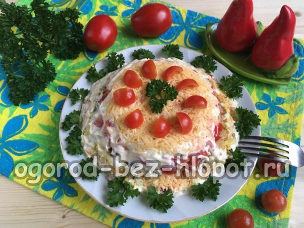 "салат ""Минутка"" из помидоров, сыра, сухариков, яиц"