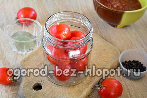 сложить помидоры в банки