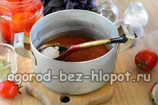 вскипятить аджику, добавить соль и сахар