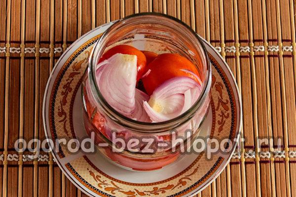 помидоры, слой лука