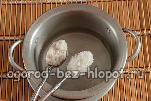 в воду добавить соль и сахар