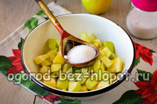 засыпать сахаром яблоки