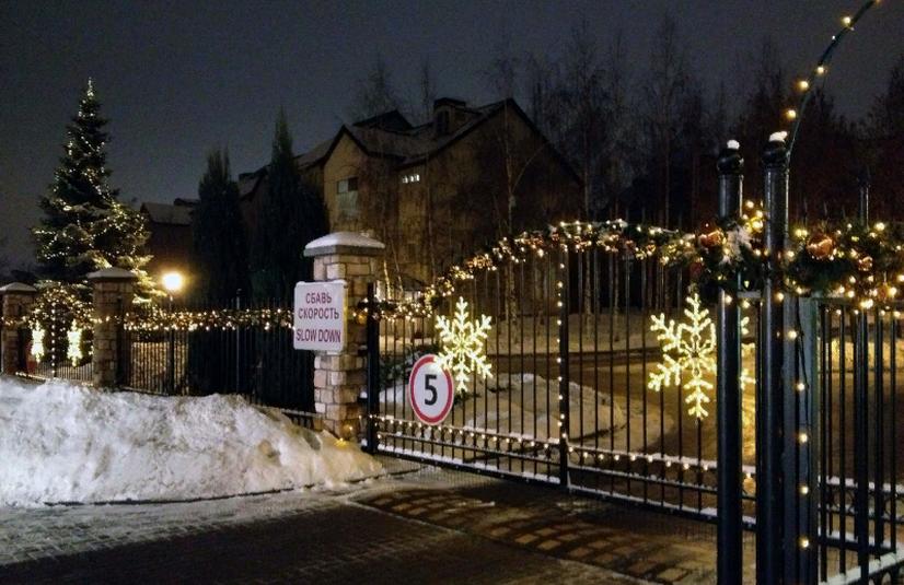 гармонично вписать как украсить забор на новый год фото бугром