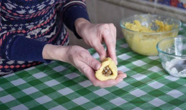 Формируем пирожок
